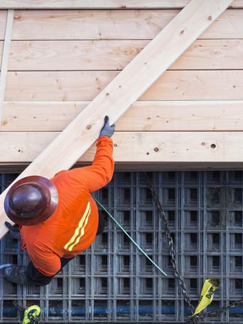 Papan Kayu Pengangkat Pekerja Konstruksi
