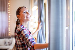 How-to-Hang-Curtains-Without-Drilling.jp