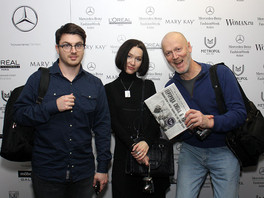 Фоторепортаж из Манежа, где в рамках шоу Mercedes-Benz Fashion Week проходил показ коллекции модного