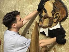 Команда галереи в процессе обновления экспозиции легендарных скульпторов Николая Силиса и Владимира