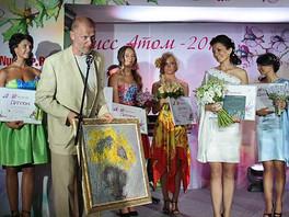 Галерея выступила в качестве спонсора конкурса красоты «МИСС АТОМ - 2011».