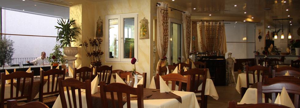 Unser Restaurant (2).JPG