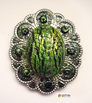 Broche verte sur métal argent