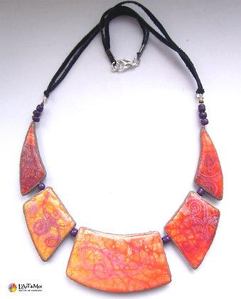 Collier plaques orange métal