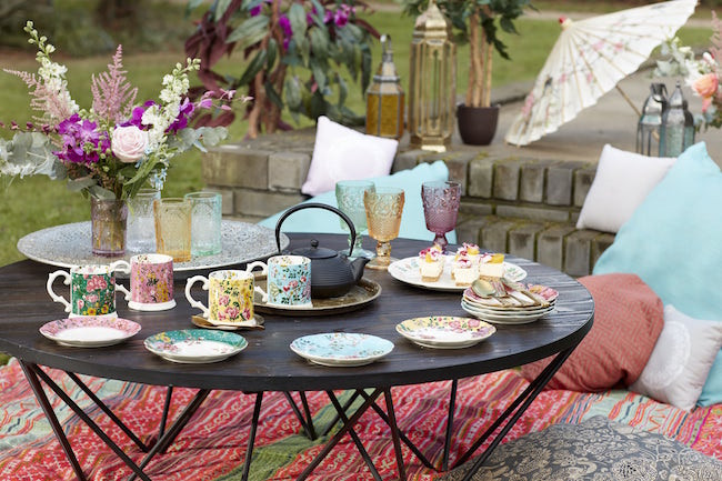 Outdoor dining with Kate Alice crockery