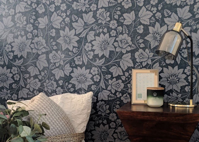 Wallpaper in the dining room