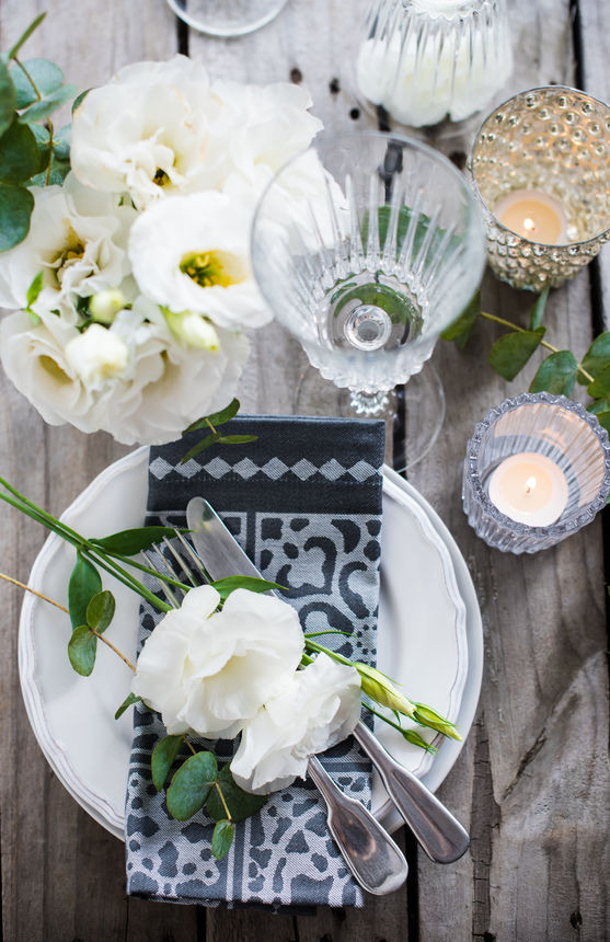 Style a dinner Table