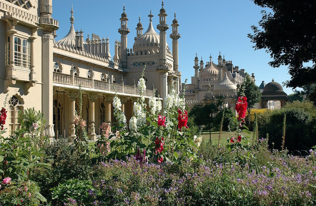 The royal pavilion and gardens brighton