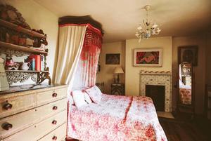 Artists home pink bedroom