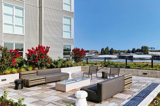 Firepit & Lounge Area
