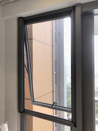 蚊網-捲式韆鞦窗效果 | Hometown Design