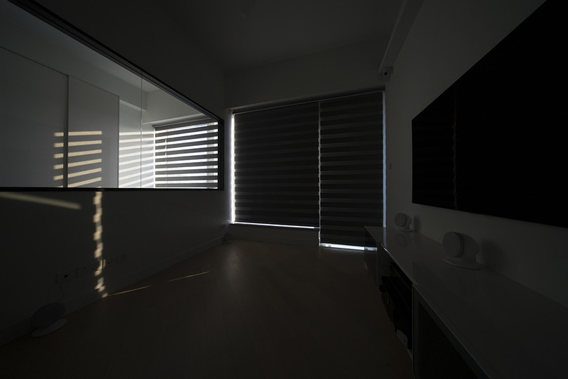 斑馬簾-客廳窗簾遮光效果   Hometown Design