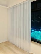 垂直柔紗簾-窗簾透光透風效果良好 | Hometown Design