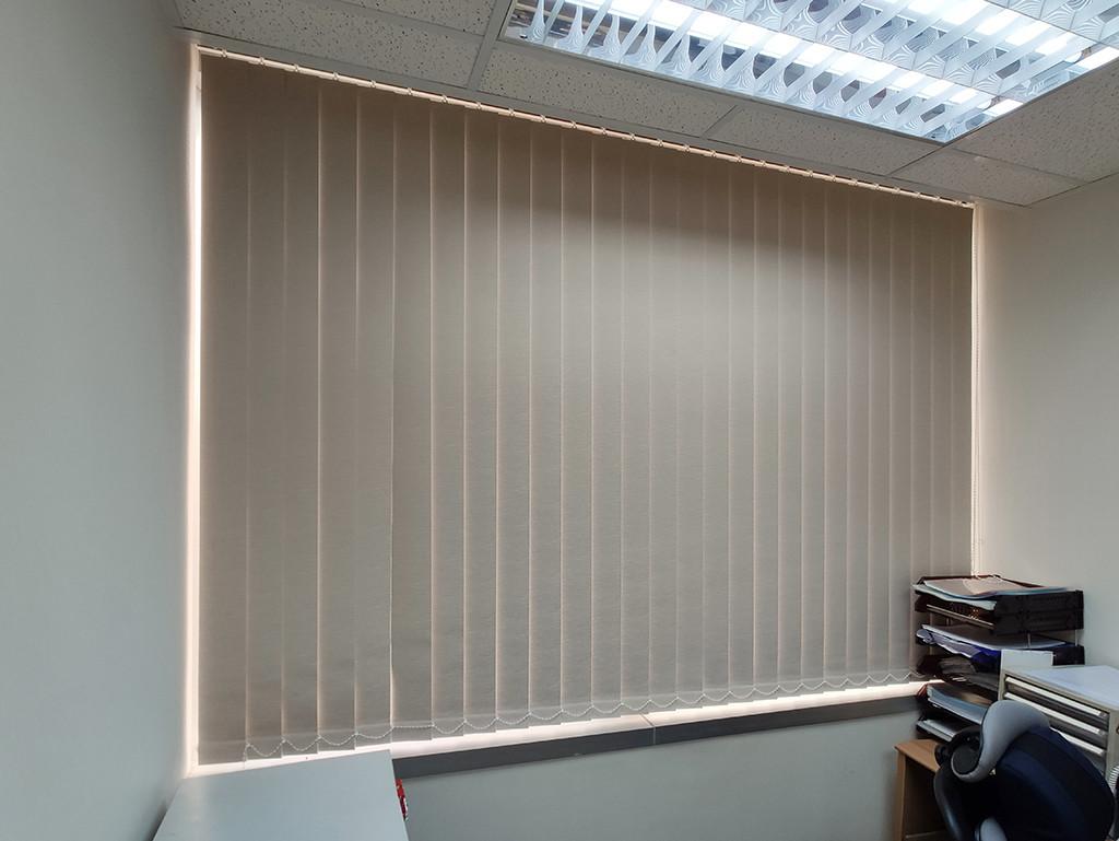 垂直簾-商用辦公室輕鬆調光 | Hometown Design