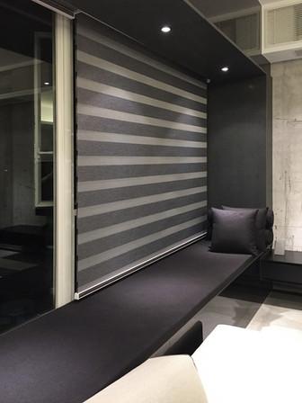 斑馬簾-窗簾型格灰系配襯窗台   Hometown Design