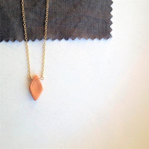 Collier pendentif géométrique en argile