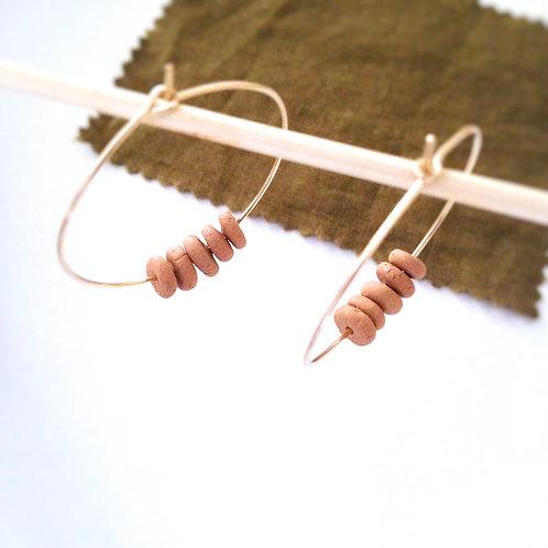 Créoles doré et perles terracotta