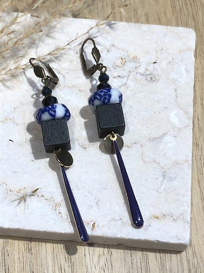 Boucles  perle blanche et bleue