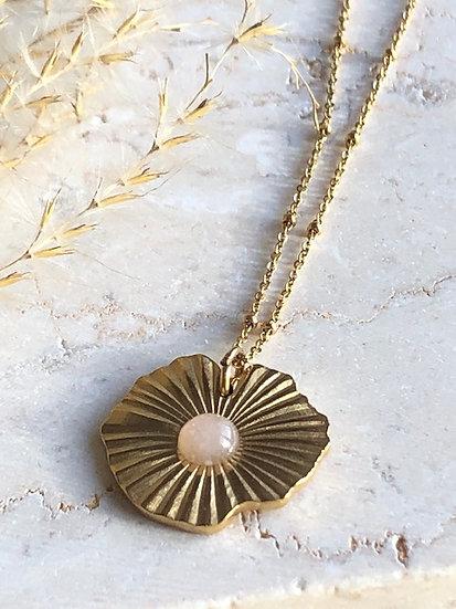Collier médaillon rose pâle