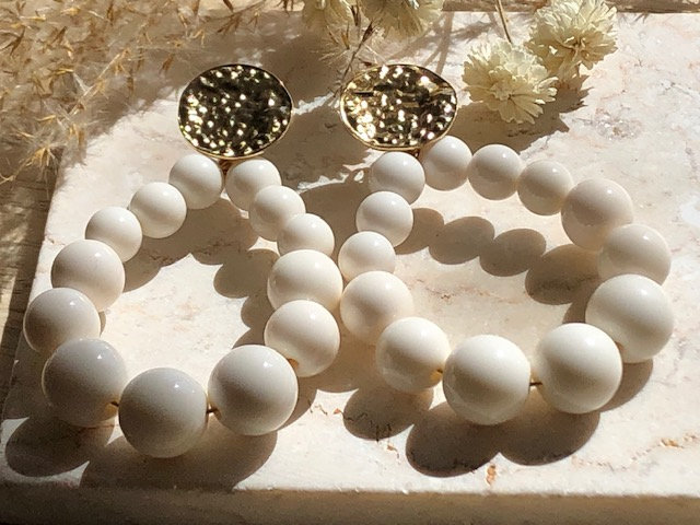 Boucles perles blanches
