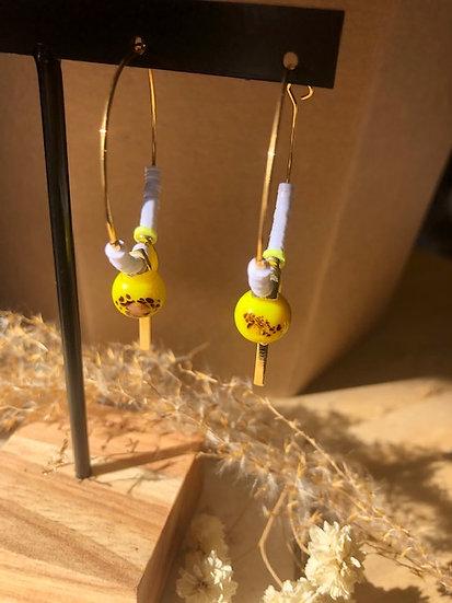 Boucles perle jaune en verre