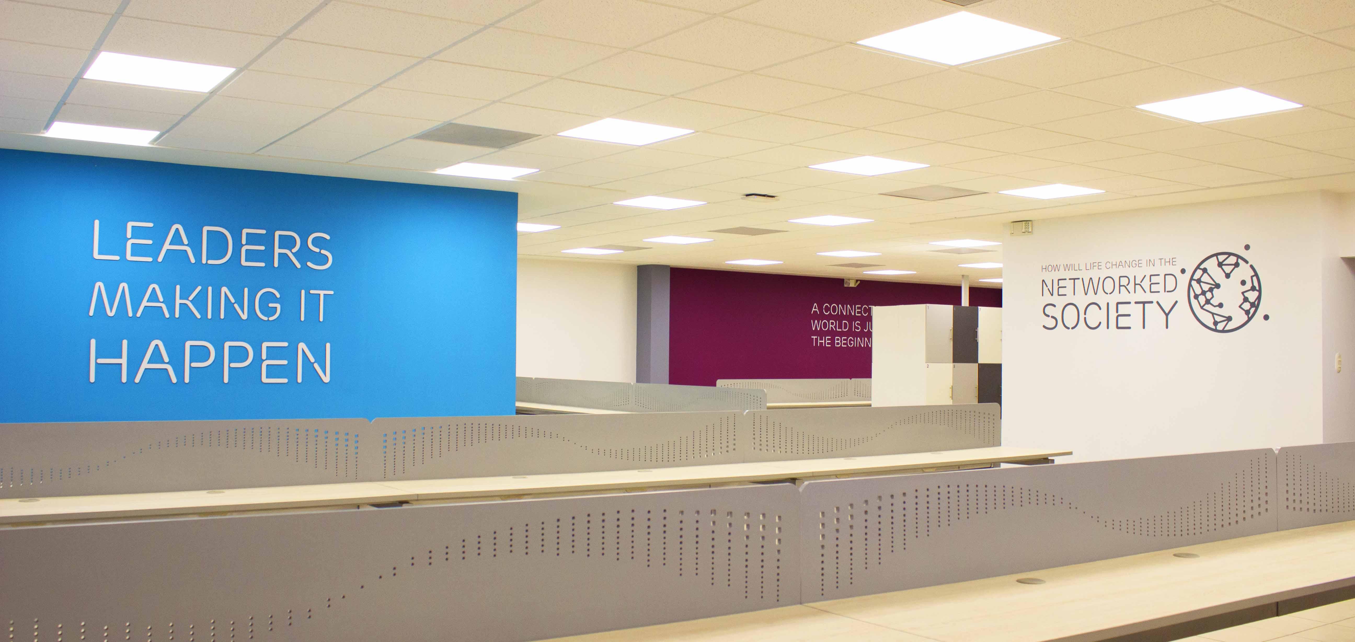 Diseño y Construcción de oficinas en Fábrica de desarrollo de software - Guatemala.
