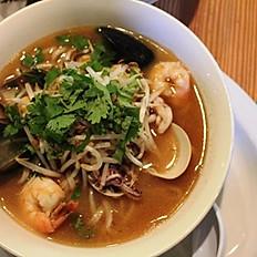 Seafood supreme Laksa