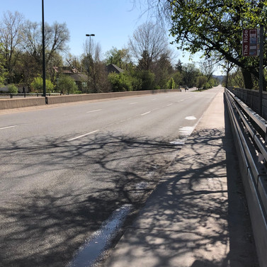This stop is incredibly narrow, which is compounded by its presence on Speer Boulevard, where cars move at high speeds. Bikers also make use of this space to connect to S Downing Street from the Cherry Creek Trail.