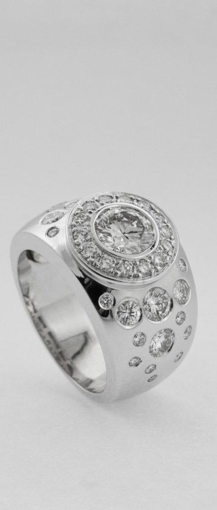 Caunhye Bijoux Mauritius Diamond Earrings