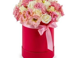 Ты сегодня мне принес не букет из алых роз, не тюльпаны и не лилии...