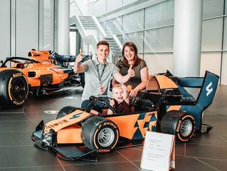 4-летний мальчик сделал из картонной коробки болид Формулы 1, собрал 400 тысяч лайков и получил сюрп