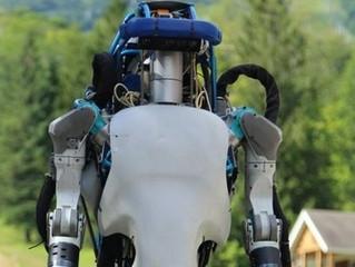 Восстание машин: робот ответил на бросание в него картонных коробок