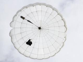 Немецкими специалистами создана новая парашютирующая суперкоробка, которая умеет раскрываться и само
