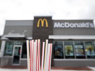 Посетители Макдоналдс недовольны бумажными экологичными трубочками