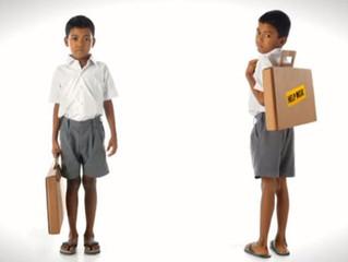 Экологичная парта-портфель из картона помогает ученикам