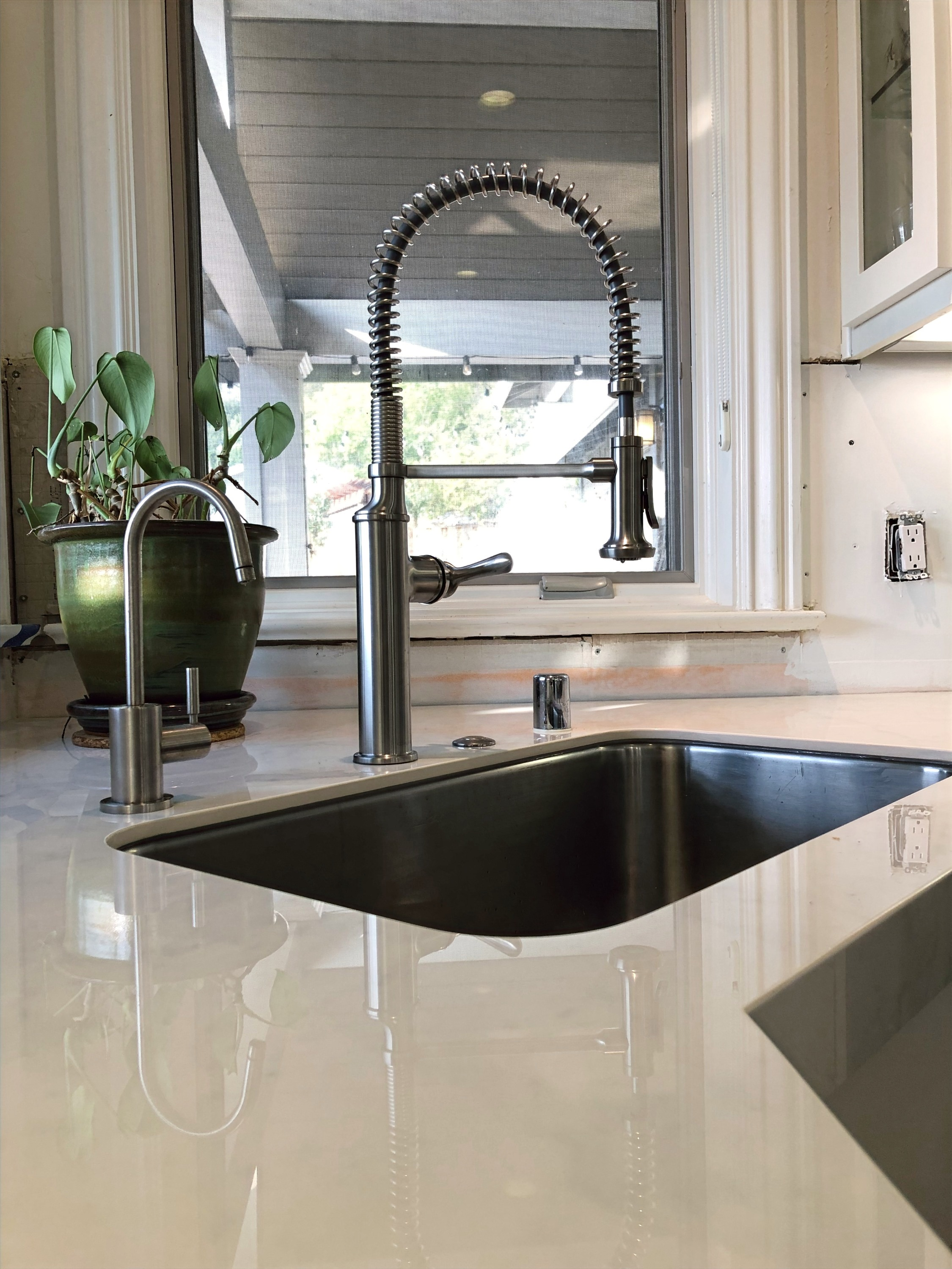Gorgeous new farmhouse kitchen faucet