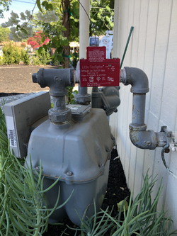 Earthquake automatic shut-off for gas meter