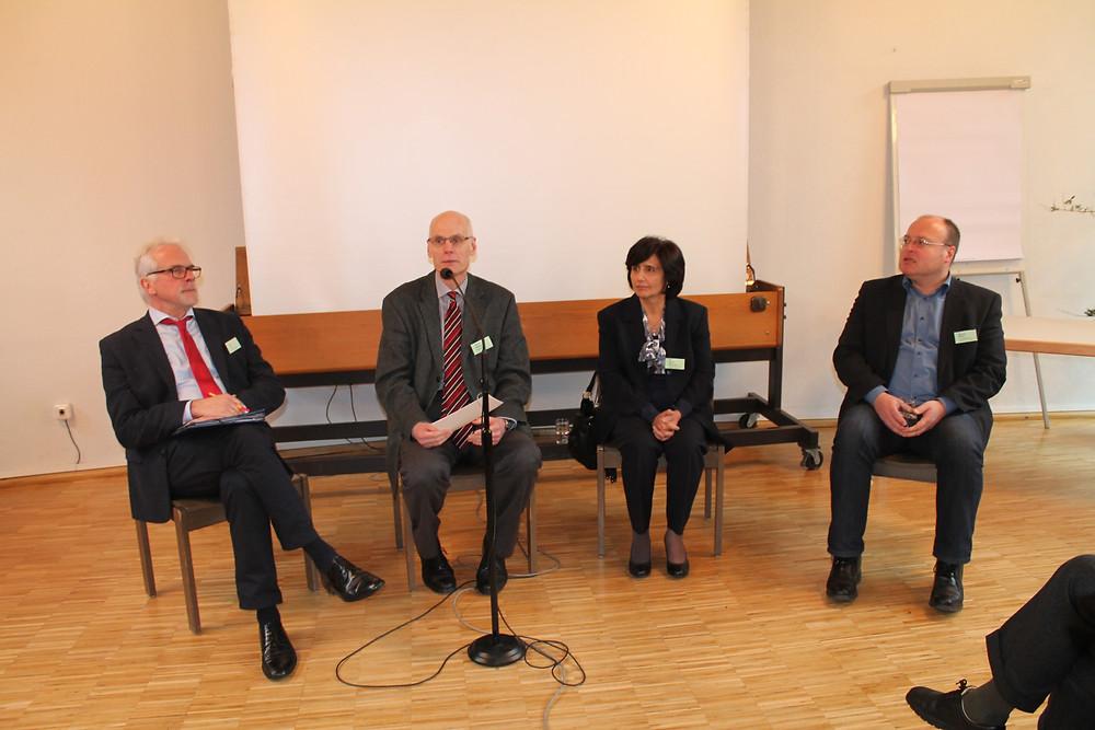 v.l.n.r.: Heinz Thiel, Pfr. Schweiger, Dr. Hiyam Marzouqa, Michael Müller