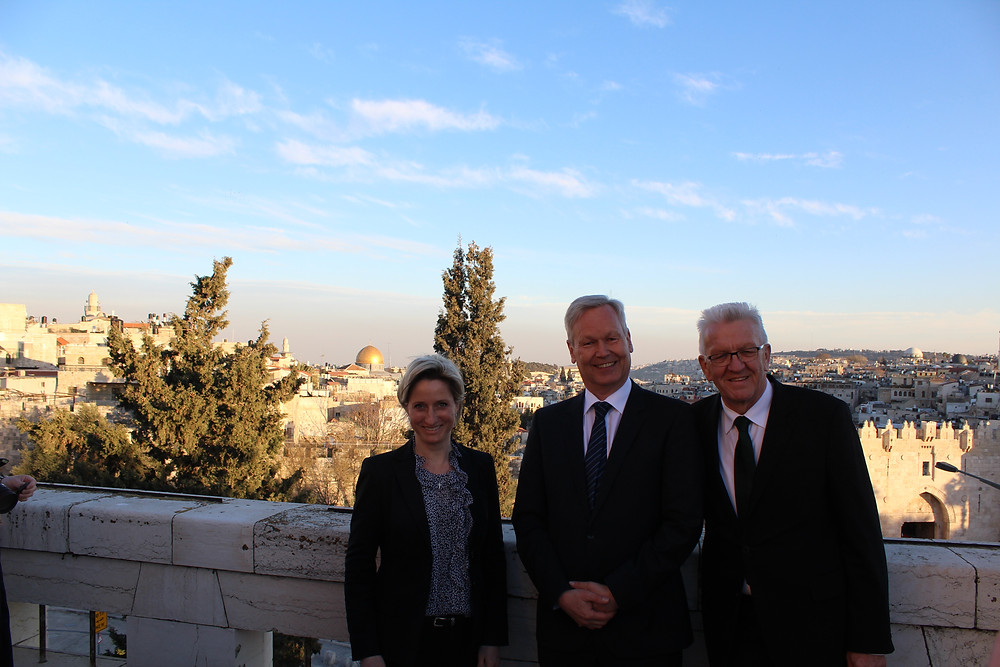 Wirtschaftsministerin Nicole Hoffmeister-Kraut, Georg Röwekamp und Ministerpräsident Winfried Kretschmann (von links)