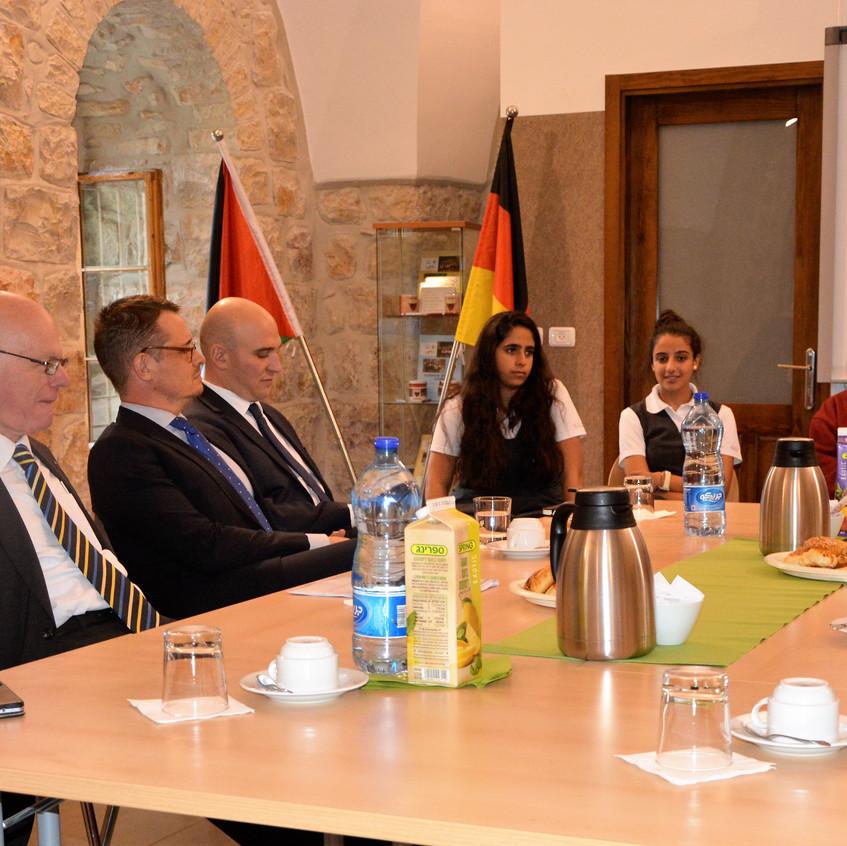 Professor Dr. Norbert Lammert, ehemaliger Bundestagspräsident und heute Vorsitzender der Konrad-Adenauer-Stiftung, besuchte die Schule am 07. November.