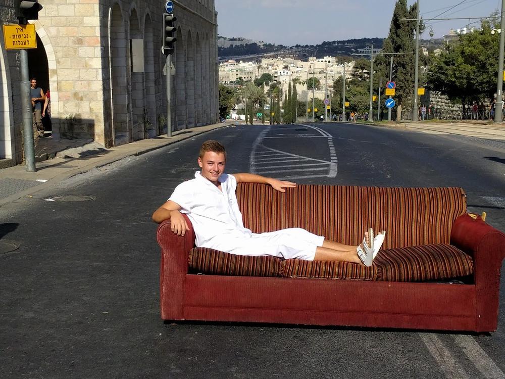 Linus an Yom Kippur auf den Straßen Jerusalems