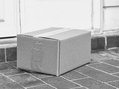 Vor Deiner Tür liegt ein Paket ohne Absender