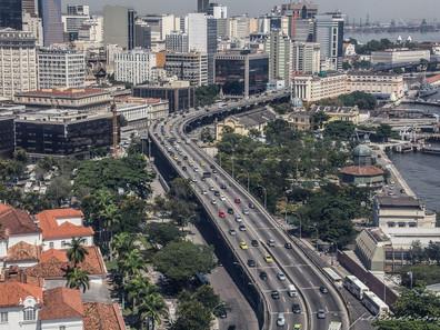 No Rio de Janeiro, ministro da Infraestrutura visita obras na BR-493 e na Avenida Portuária