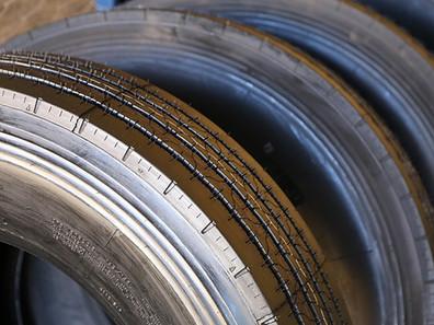 Conheça as vantagens de pneus reformados