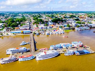 Transporte fluvial garante o deslocamento de pessoas e cargas na região Amazônica