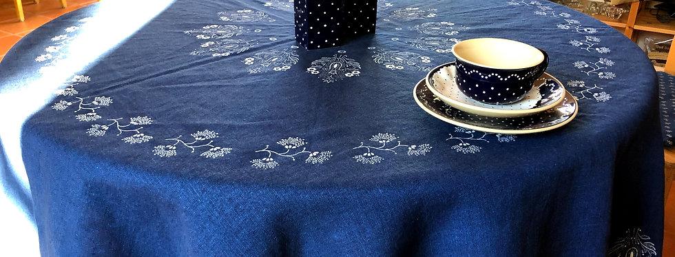 Blau mit weißen Blumen (Tischdecke rund)