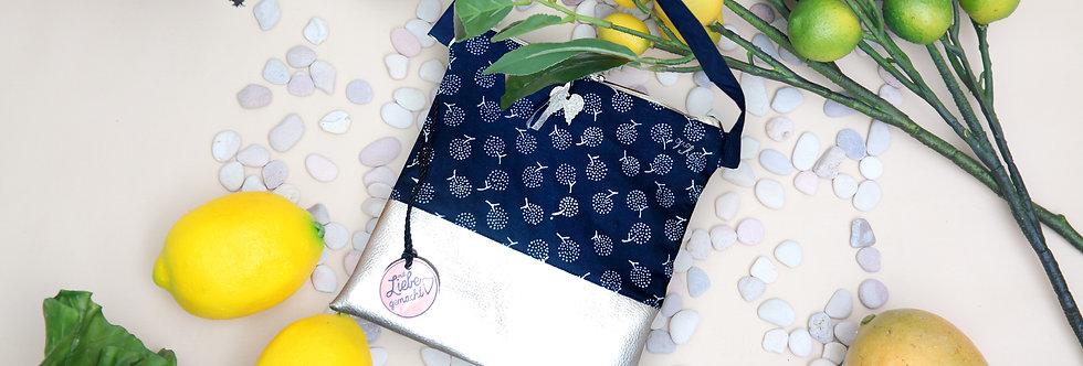 Tasche in Blaudruck und Silber