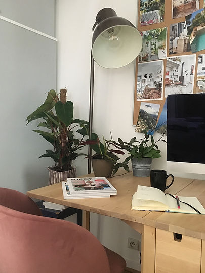 bureau avec lampe.jpg