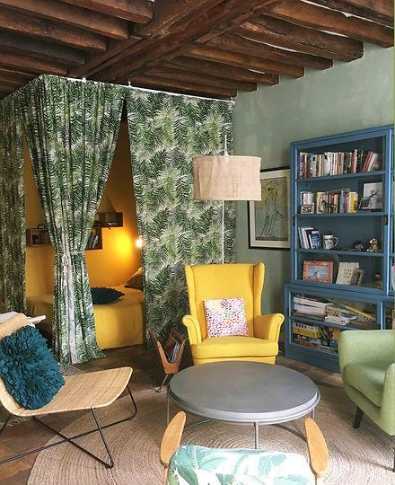 2 chambre avec meuble vitrine.jpg