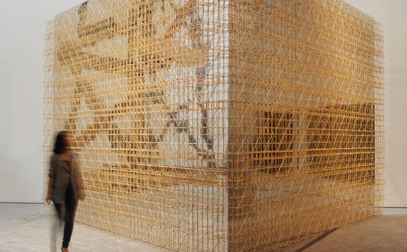 비계덩어리, 2012, 대나무꼬치, 빵끈, 메탈시트지, 400 x 600 x 600 cm, Installation view of Art Spectrum, Leeum, Seoul